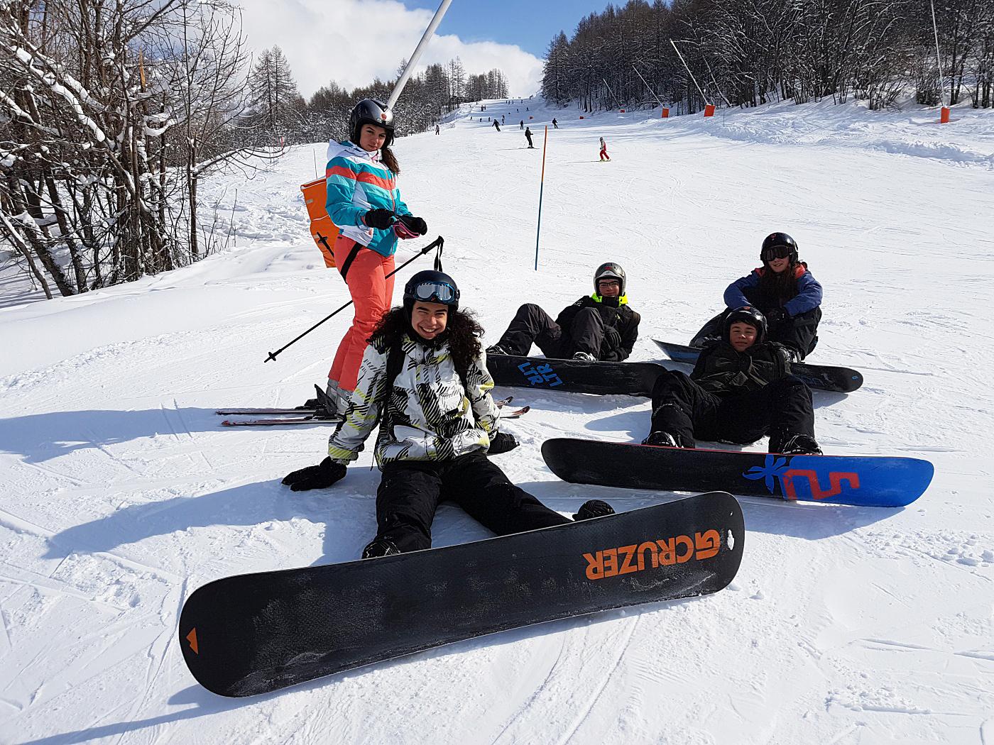 Jeu dans la neige à Bardonecchia